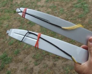 Elastic bands to stop the bowstring from untwisting on recurve bow limbs.